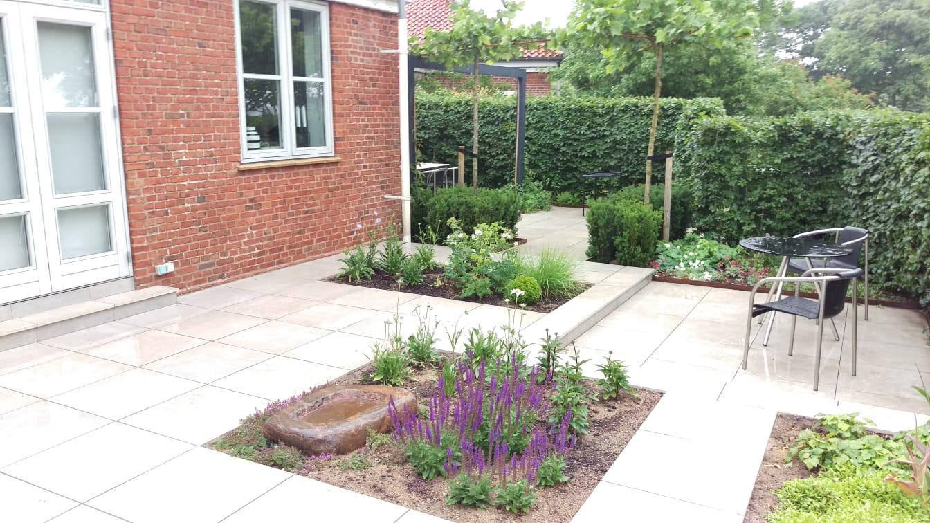 En lille have, flere uderum